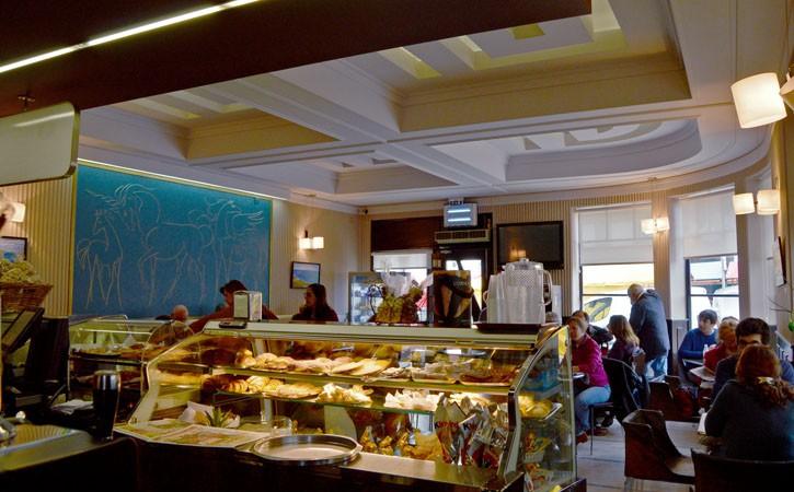 Espaços Comerciais Emblemáticos, Café Central, Gocaldas, o teu Guia Turístico Local