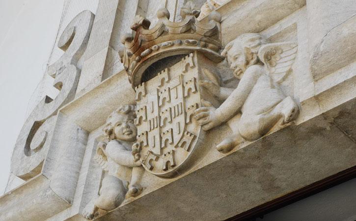 Igreja Nossa Senhora da Conceição, brasão exterior, Caldas da Rainha