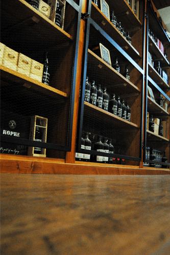 Garrafeira Bago D´Ouro Caldas da Rainha - estante
