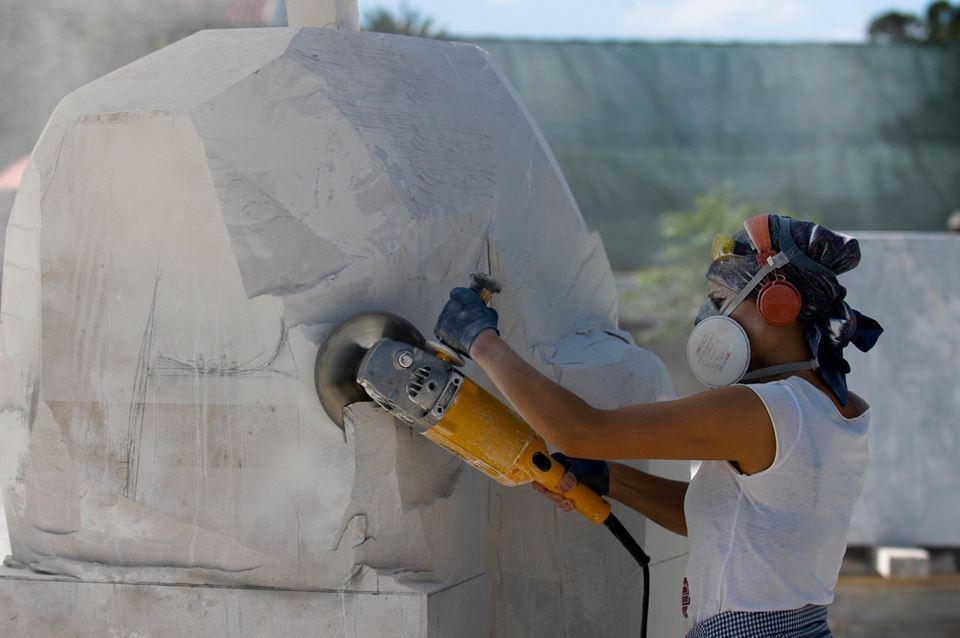 SIMPPETRA Bienal de Escultura nas Caldas da Rainha, Artista a desenvolver a sua obra