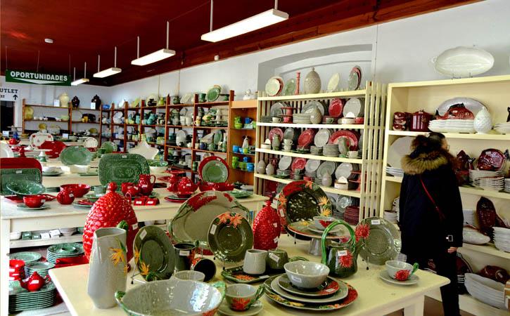 Caldas Industrial Tour Interior daLoja Bordalo Pinheiro em Caldas da Rainha