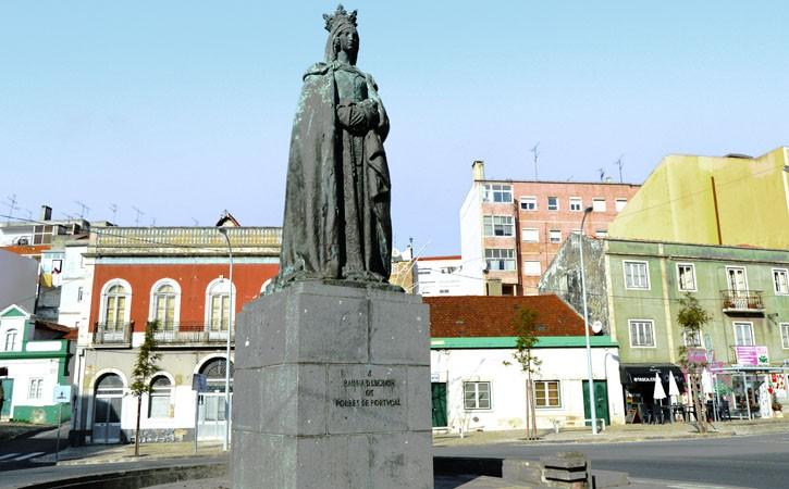 A Rainha Dona Leonor a Fundadora, Largo Conde Fontalva, em Caldas da Rainha