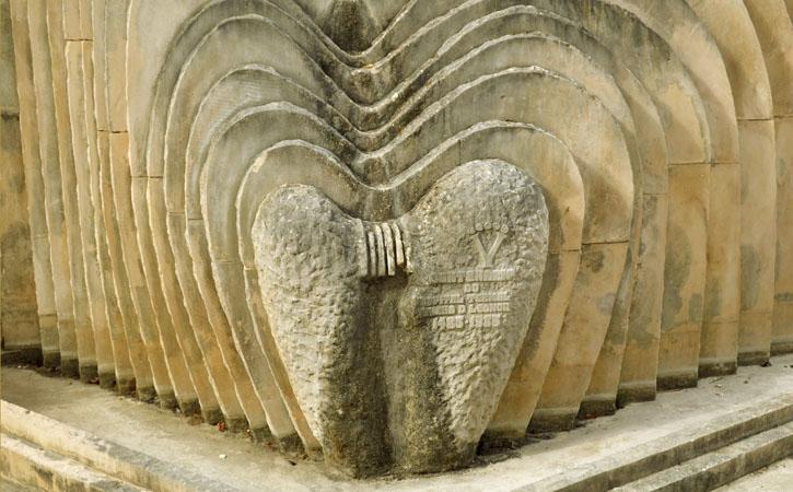 Queen Dona Leonor Monument