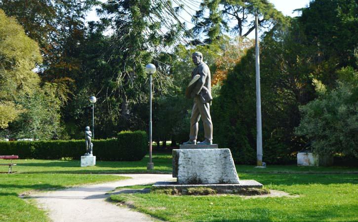 José Malhoa o génio naturalista, estátua do pintor no Parque D. Carlos I, em Caldas da Rainha