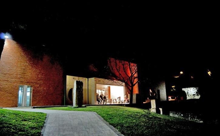 Atelier-Museu João Fragoso, Caldas da Rainha, ambiente noturno, Gocaldas, o teu Guia Turístico Local