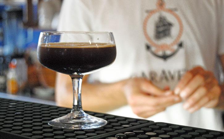 Caravela Café Bar - Taverna em Foz do Arelho, cocktail, Gocaldas, o teu Guia Turístico Local