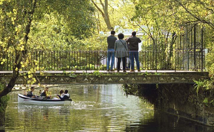 Parque D. Carlos I em Caldas da Rainha, ponte sobre o lago, Gocaldas, o teu Guia Turístico Local