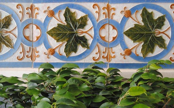 Pormenor de Platanos em Azulejo Bordalo Pinheiro