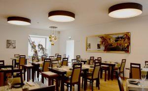 Sala do restaurante Afinidades em Caldas da Rainha