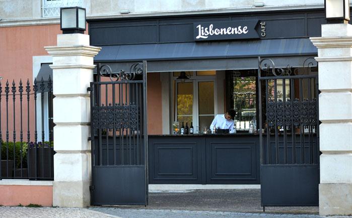 Bar exterior do antigo Hotel Lisbonense, em Caldas da Rainha