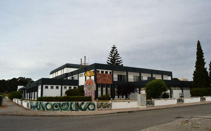 Fachada do edifício Cencal, em Caldas da Rainha, O melhor dos bairros