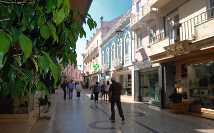 Rua das Montras, ambiente diurno, em Caldas da Rainha