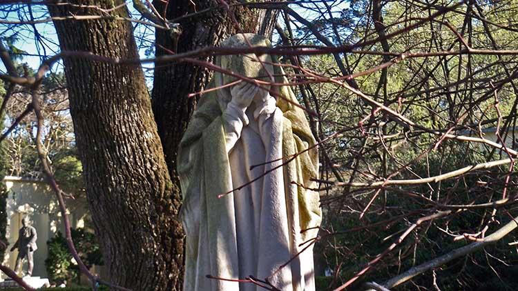"""Estátua """"A Dor"""" no Parque D. Carlos I, GoCaldas Guia Turístico de Caldas da Rainha"""