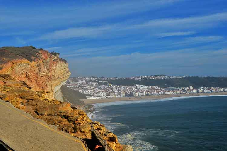 The giant waves of Nazaré