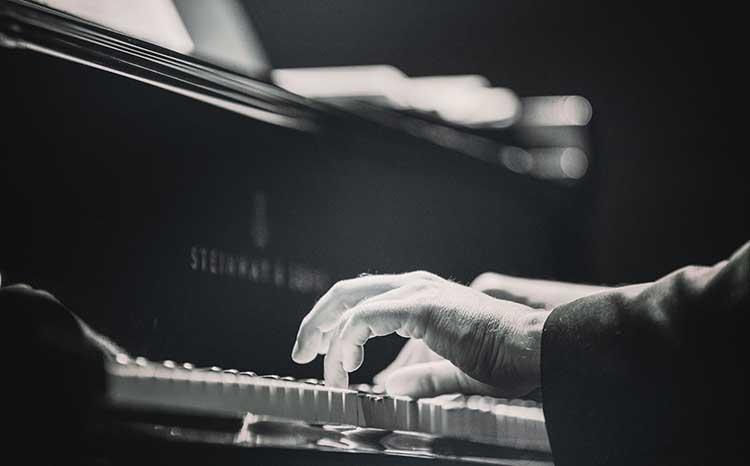 Estudos de Chopin por Tiago Mileu no CCC em Caldas da Rainha, GoCaldas Guia Turístico Local, Photo by Adam Cai on Unsplash